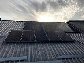 Первое фотополе после монтажа всех трех рядов солнечных батарей.