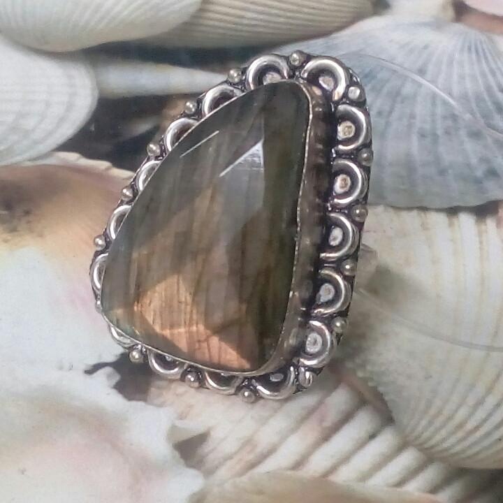 Граненый лабрадор кольцо с натуральным камнем лабрадор в серебре. Кольцо с лабрадором размер 20 Индия