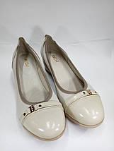 Женские светлые кожаные туфли на невысокой танкетке МИДА 21317 беж., фото 2