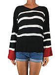 Женский свитер в яркую полоску
