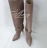 Жіночі бежеві шкіряні чоботи на підборах стовпчику, фото 2