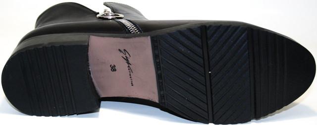 Прочная, эластичная и пружинистая подметка ботильон женских демисезонных Jina collection 6621 исключает дискомфорт на неровных поверхностях. 2,5-сантиметровый каблук добавляет удобства и изящности.