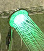 Душевая лейка с датчиком температуры и изменяемой подсветкой