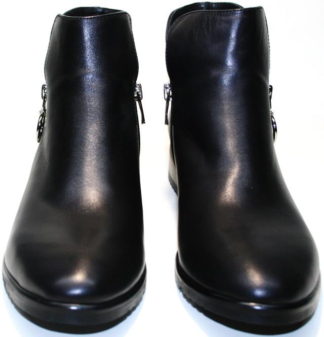 Ботильоны черные Jina collection 6621 выполнили в стиле стрит фешн - сочетаются со всевозможной одеждой, выглядят дорого и аккуратно.