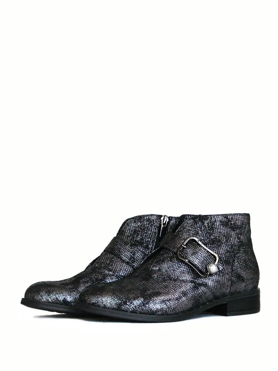 Классические демисезонные ботинки с большой пряжкой