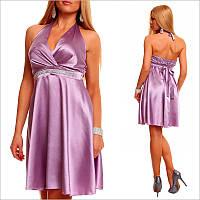 Платье с пастельным цветовым оттенком.