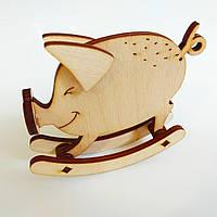 Новогодняя деревянная елочная игрушка заготовка Свинка качалка