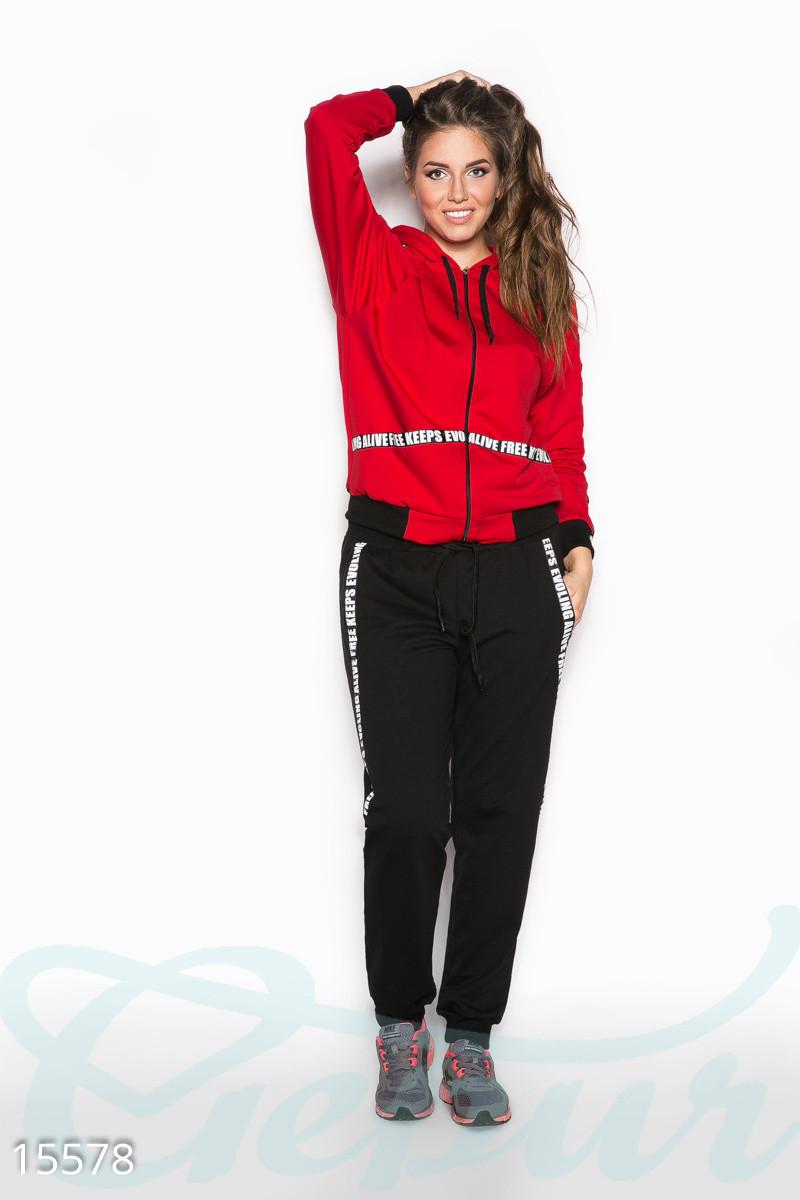 Красно-черный спортивный костюм