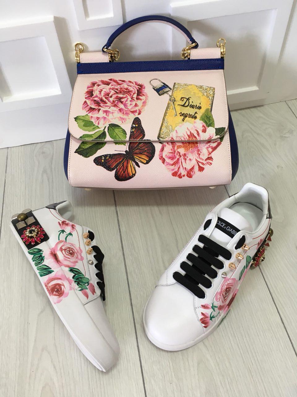 Женские кроссовки белые с цветами