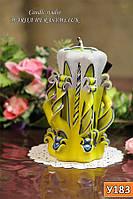Желто-синяя резная свеча ручной работы