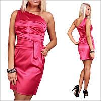 Розовое платье с ассиметричным верхом.