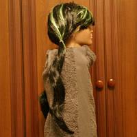 Длинный карнавальный парик с зелеными полосами. 1