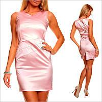 Светло - розовое платье с небольшим вырезом и открытыми плечами