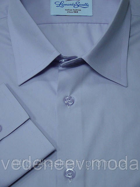 Однотонная мужская рубашка классического силуэта