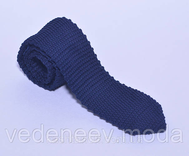 Тёмно-синий галстук