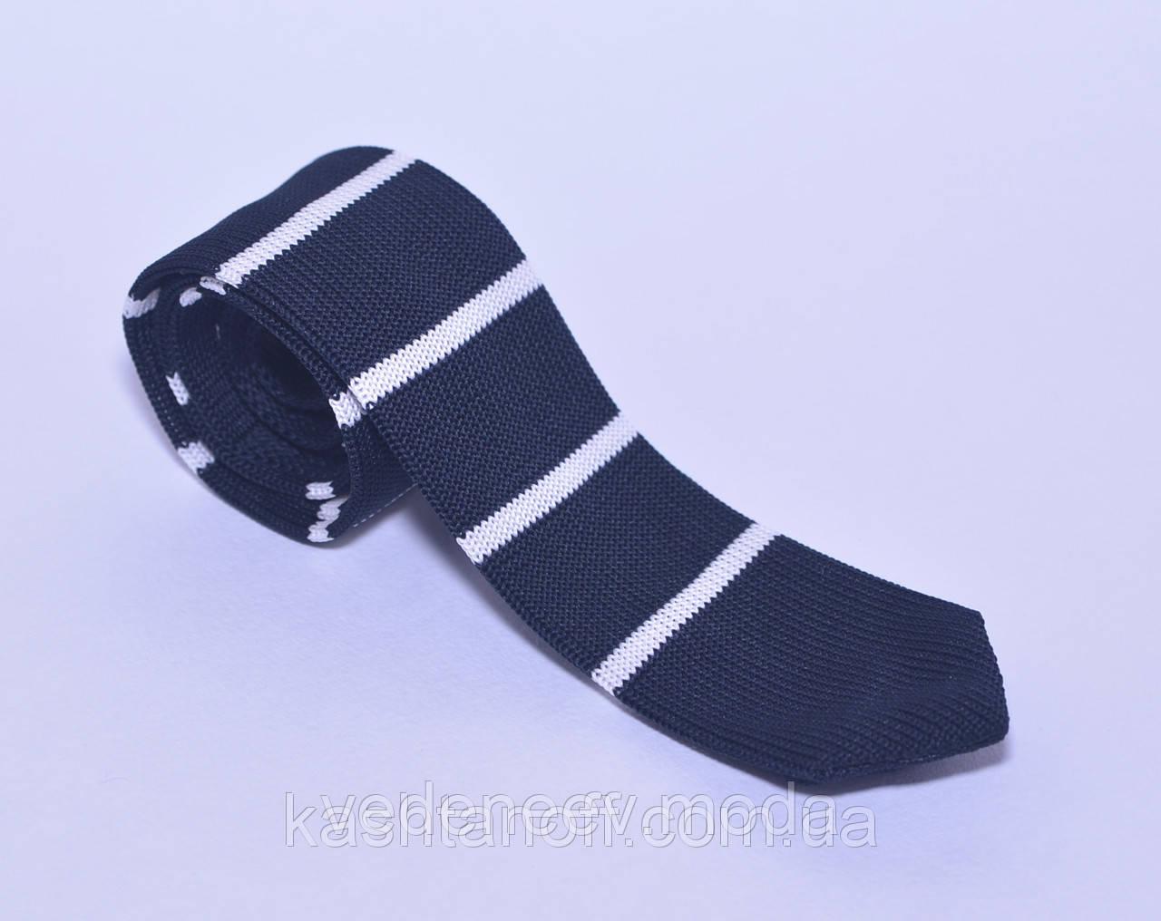 Стильный вязанный галстук