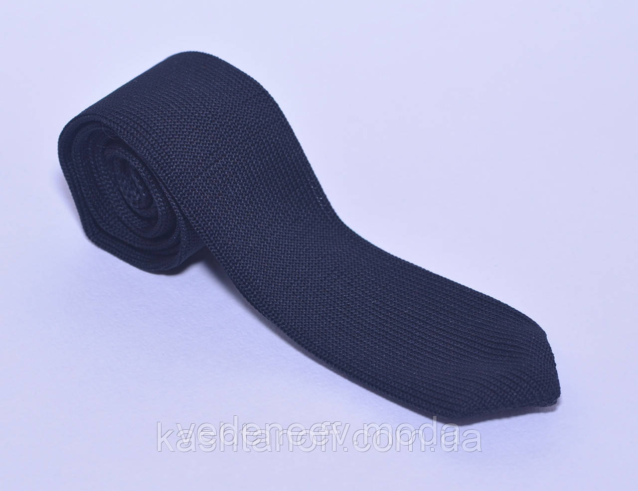 Стильный синий галстук