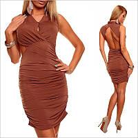 Коричневое платье с оригинальным вырезом на спине.