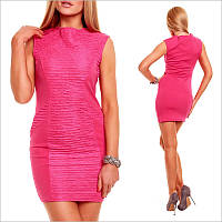 Розовое платье с эластичными вставками.
