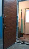 Металлические двери с отделкой ламинат пол