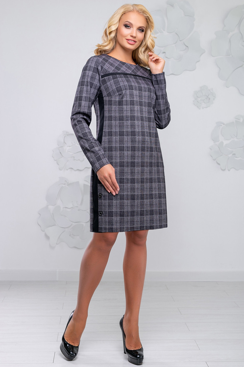 Женское полуприлегающее платье в клетку, костюмка, серое, размеры 50, 52, 54