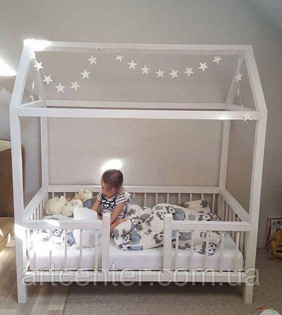 Кроватка-домик на ножках с бортиками, деревянная кроватка