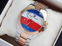 Наручные часы Tommy Hilfiger серебро-розовое золото с логотипом на весь циферблат