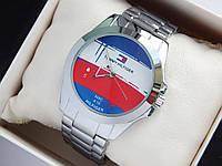 Наручные часы Tommy Hilfiger серебряного цвета с логотипом на весь циферблат, фото 1