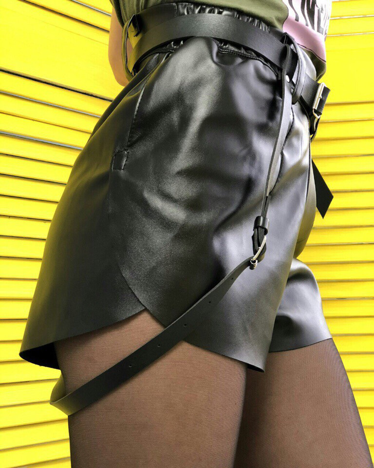 Короткие шорты из  эко кожи