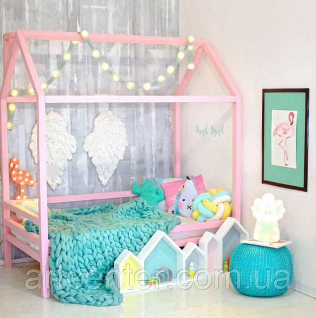 Кровать-домик розового цвета