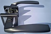Ручка раздельная на квадратной розетке Mongoose H-890 MBN/CP графит