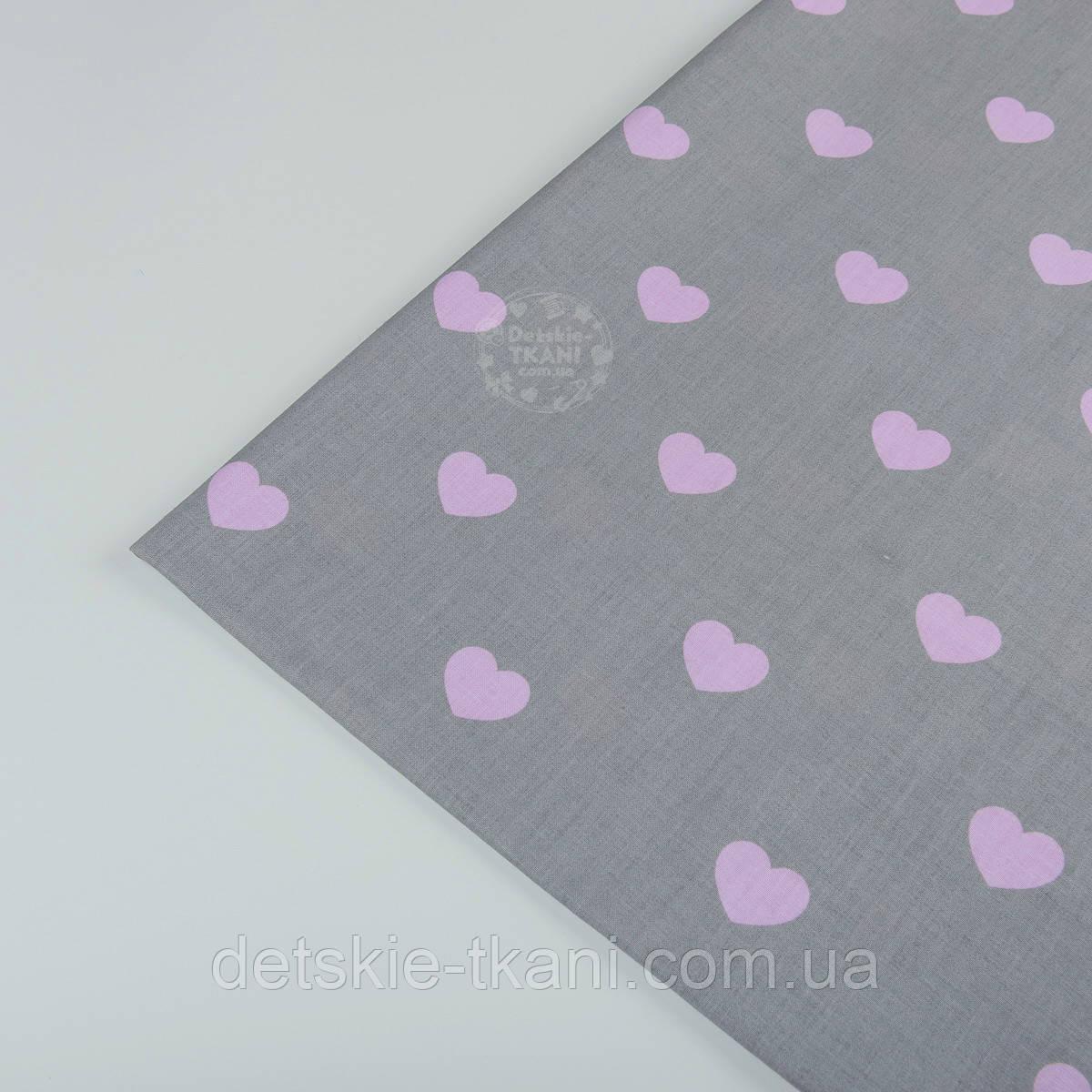 Лоскут ткани №404а  с розовыми сердечками на сером фоне, размер 24*53 см
