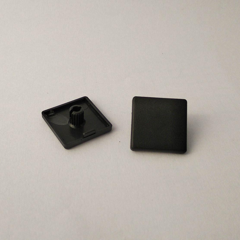 Заглушка торцева 20х20, чорний пластик