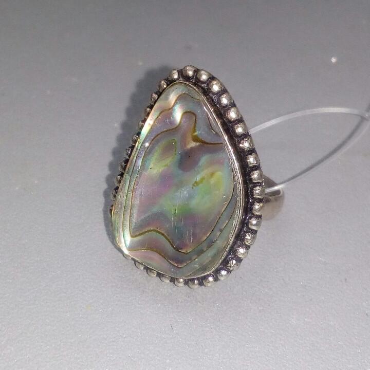 Перламутр кольцо с натуральным галиотисом в серебре. Размер 18. Индия
