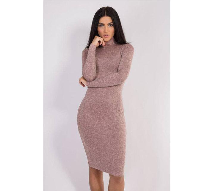 Пудровое платье футляр по фигуре до колен из ангоры