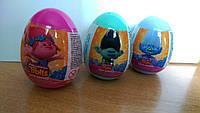 """Драже с игрушкой в пластиковом яйце """"Тролли"""" BIP"""