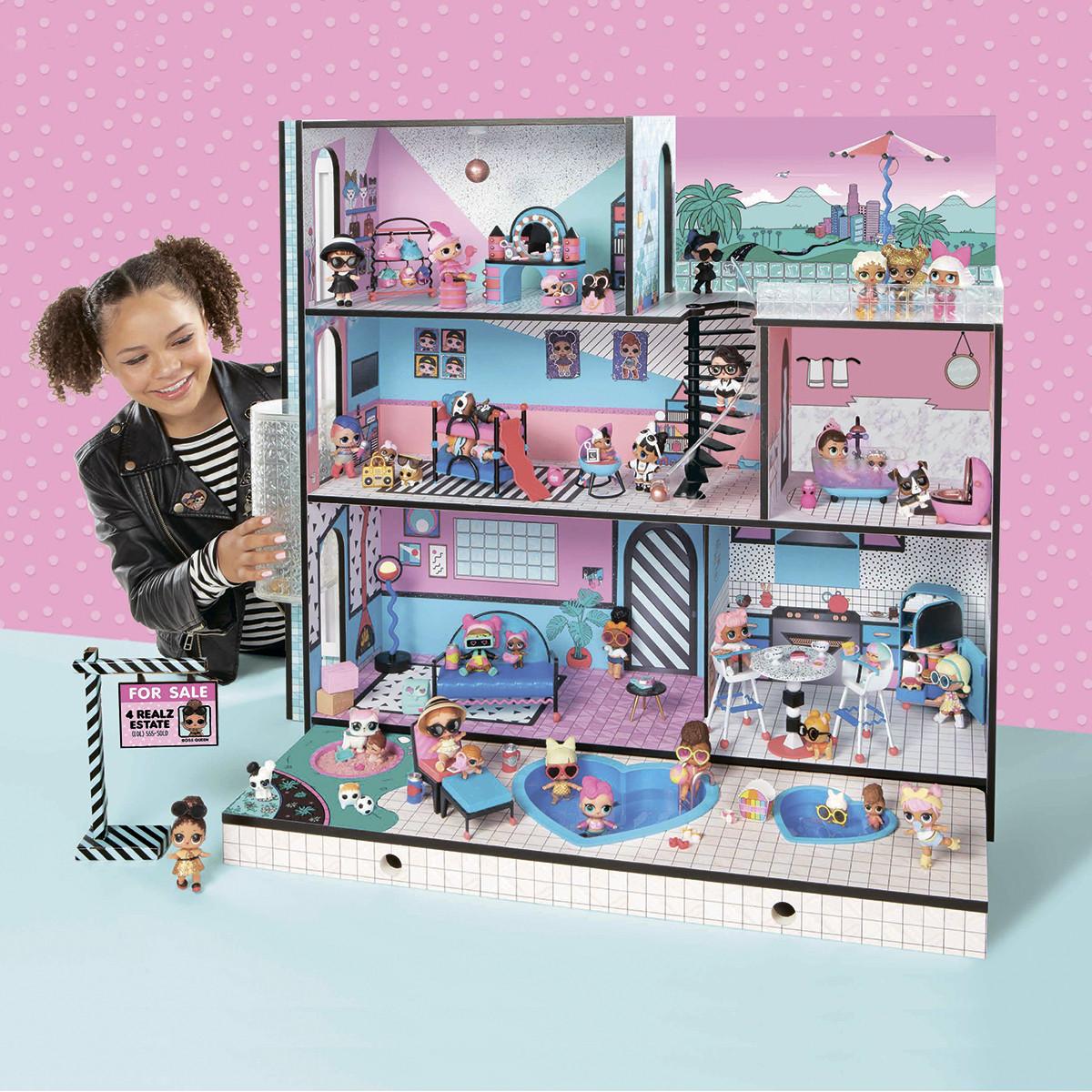 Игровой меганабор с куклами L.O.L. -  МОДНЫЙ ОСОБНЯК (с аксессуарами, эксклюзивная семья L.O.L. в комплекте)