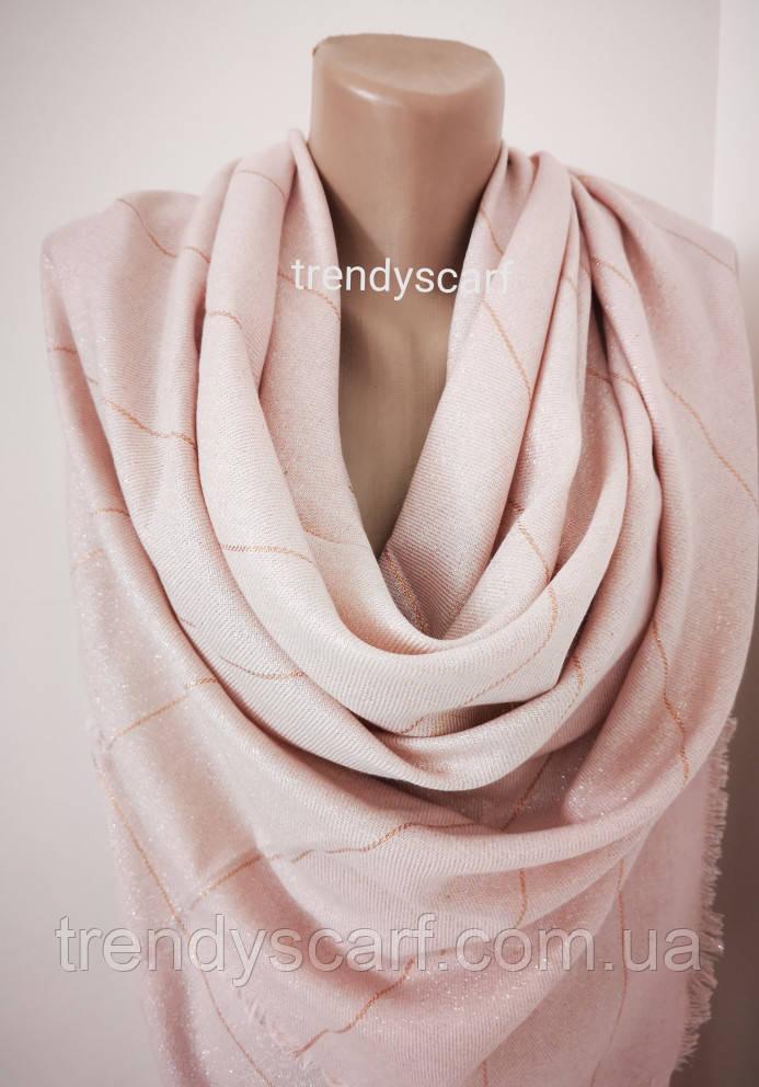 Женский блестящий платок. Светло розовый пудра серебристый золотой. Нить  блестящая Размер 140\140 см
