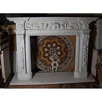 Камин 0313 Мраморный портал в английском стиле из белого мрамора с ручной резьбой