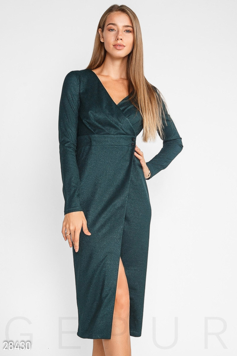 Темно-зеленое платье-миди на запах