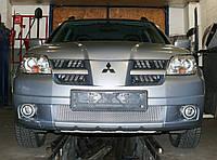 Декоративно-защитная сетка радиатора Mitsubishi Outlander 2003-  бампер, фальшрадиаторная решетка