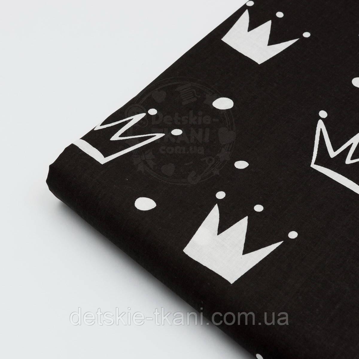 """Лоскут ткани №1315а """"Нарисованные короны"""" белые на чёрном"""