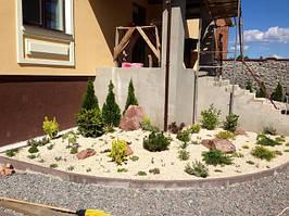 Цветники у дома и альпийская горка