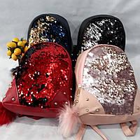 Популярный рюкзак в цвете пудра, с серебристыми пайетками. Стильный дизайн, брелок из натур. меха. Эко кожа.