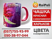 Чашка кольорова всередині червона із зображенням