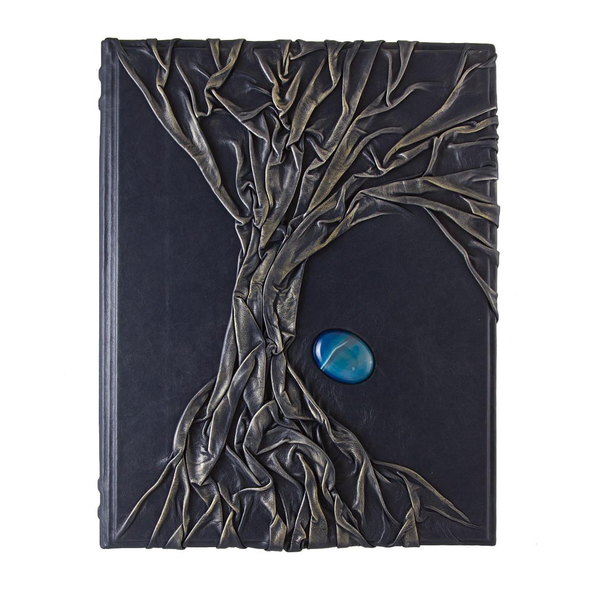 Родословная книга в кожаном переплете синего цвета инкрустирована яшмой