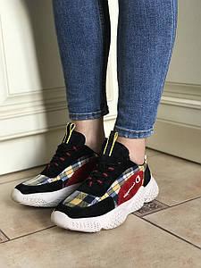 Женские кроссовки в двух цветах 35,36 размер