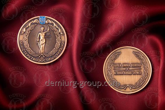 Медаль с чернением и эмалями