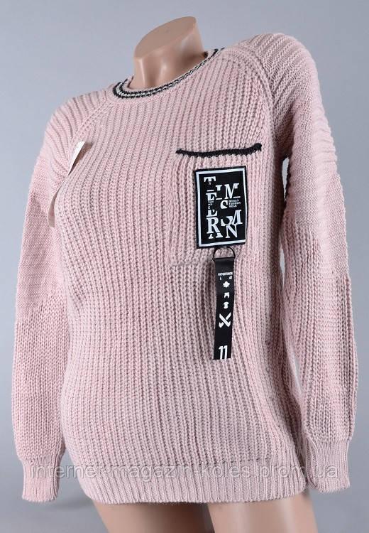 Теплый женский свитер бледно-розового цвета
