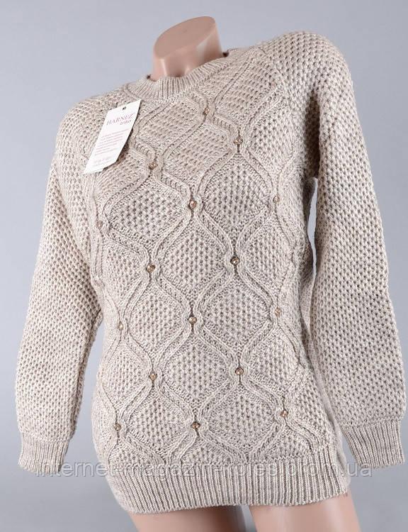 Теплый женский свитер бежевого цвета